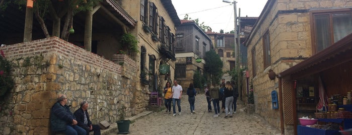Yeşilyurt is one of Orte, die Tahsin gefallen.