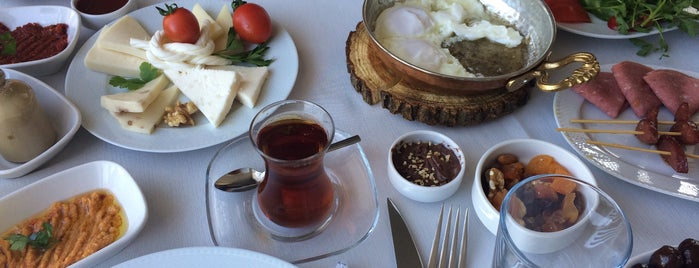 Çıtak Taş Bahçe Kahvaltı is one of Lieux qui ont plu à Tahsin.