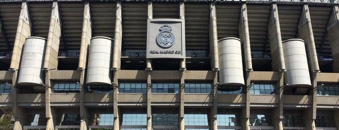Estadio Santiago Bernabéu is one of Lieux qui ont plu à Tahsin.