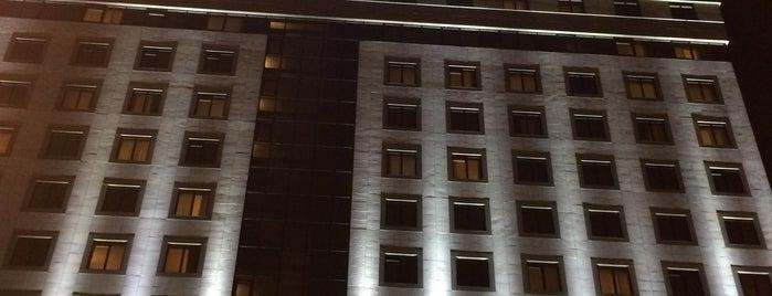 SANA Metropolitan Hotel is one of Lieux qui ont plu à Tahsin.