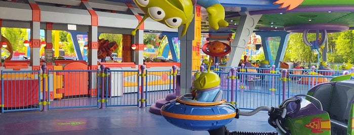Alien Swirling Saucers is one of Orte, die Chris gefallen.