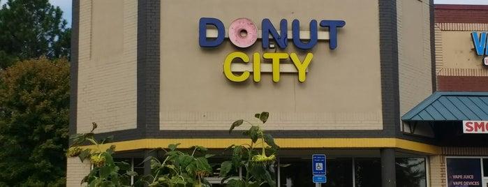 Donut City is one of Lieux sauvegardés par Robert.