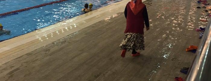 Gebze Kapalı Yüzme Havuzu is one of Tempat yang Disukai Barış.
