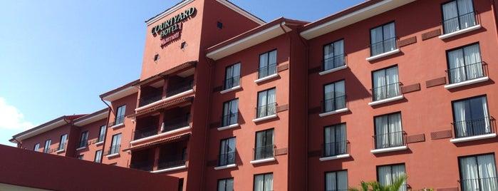 Courtyard by Marriott Santo Domingo is one of Orte, die Pedro gefallen.