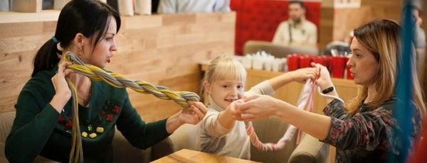 Чашка Espresso Bar is one of 10 ресторанов Киева, куда интересно пойти с детьми.