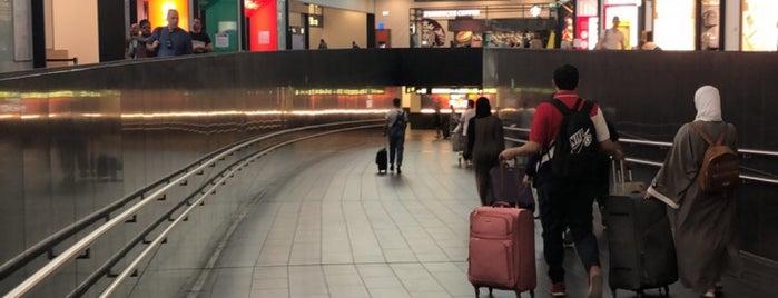 Aeropuerto Internacional de Viena (VIE) is one of Lugares favoritos de -.