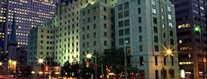 Lord Elgin Hotel is one of Locais curtidos por Alan.