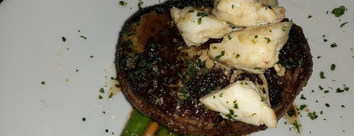 Perry's Steakhouse & Grille - Coral Gables is one of Amie : понравившиеся места.