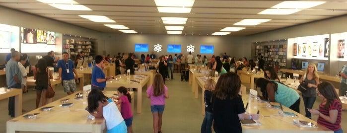 Apple Promenade Temecula is one of สถานที่ที่ Brian ถูกใจ.