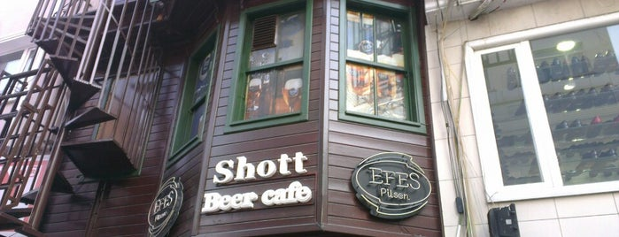 Shott Cafe&Bar is one of Orte, die Gökhan Giden gefallen.