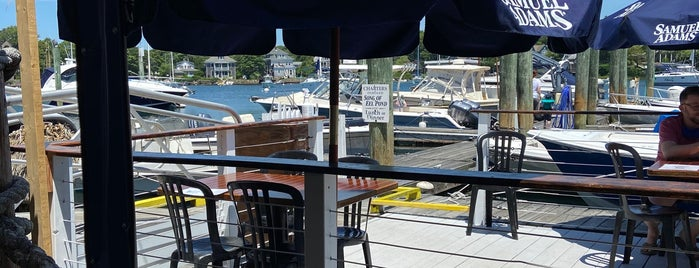 Shuckers Raw Bar is one of Diners, Drive-Ins & Dives 3.