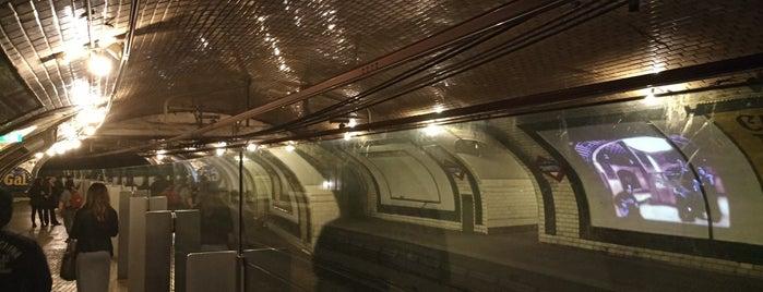 Metro Estación de Chamberí is one of Locais salvos de Finn.