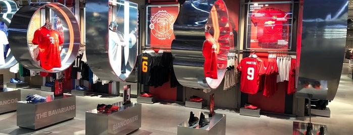 adidas is one of Posti che sono piaciuti a Abdulrahman.