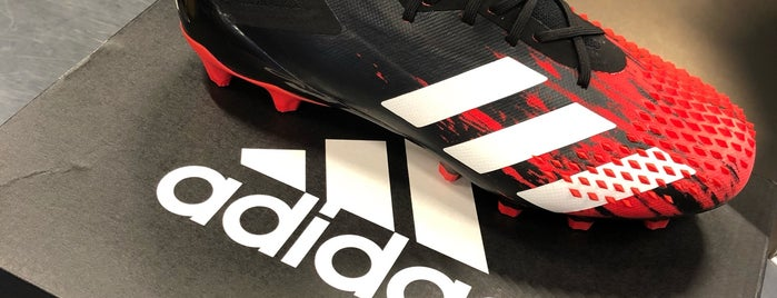 adidas Originals Store is one of Posti che sono piaciuti a Abdulrahman.