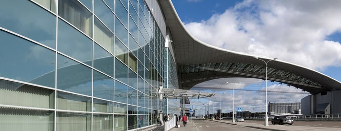 Sheremetyevo International Airport (SVO) is one of Locais curtidos por Anastasia.