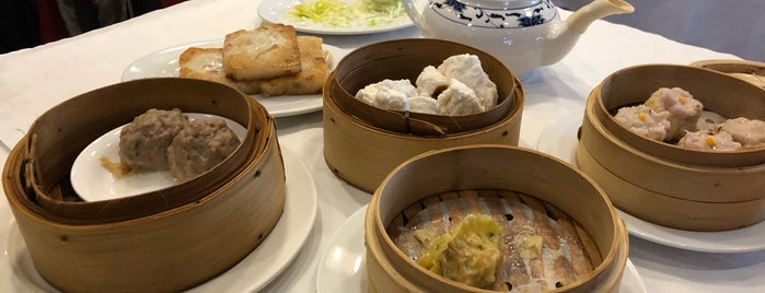 Food City New Oriental is one of สถานที่ที่ Kevin ถูกใจ.