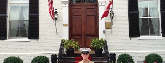 Marine Corp Commandant's house is one of Lieux qui ont plu à Brynn.