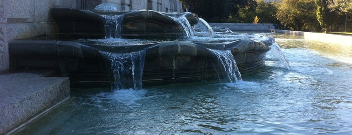 Olmstead Fountain is one of Sightseeing.