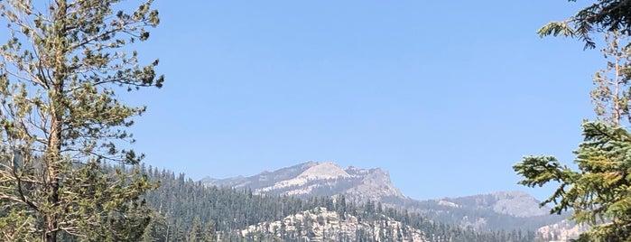 Top of Devil's Postpile is one of Lugares favoritos de JW 🙌.