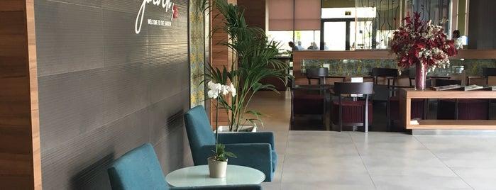 Hilton Garden Inn Sevilla is one of Claudia : понравившиеся места.