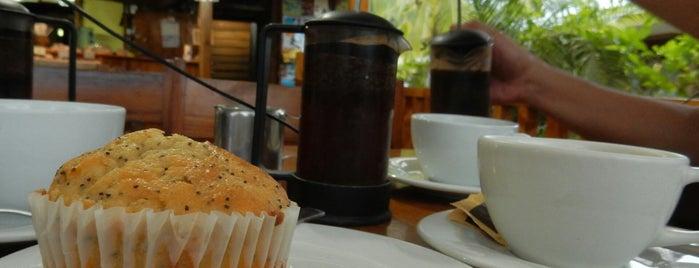 Bread and Chocolate is one of สถานที่ที่ Chouch ถูกใจ.