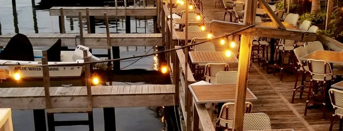 Beach Tavern is one of สถานที่ที่บันทึกไว้ของ Lizzie.