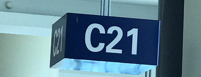 Puerta C21 is one of Lieux qui ont plu à Val.