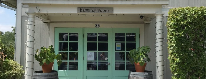 Bridge Lane Tasting Room is one of Orte, die Cassandra gefallen.