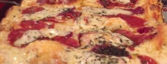 Deluchi Pizza Por Metro is one of Posti che sono piaciuti a Camilo.