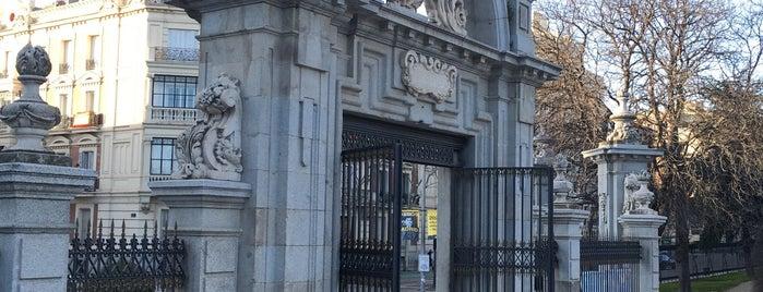Puerta de Felipe IV is one of Ruta Colorea Madrid para conocer el Retiro.