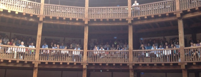 Globe Theatre is one of Roma.
