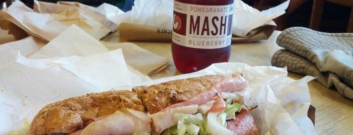 Potbelly Sandwich Shop is one of Lugares favoritos de Jennifer.