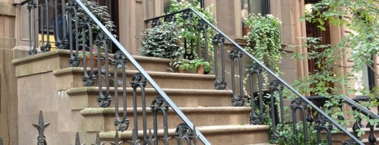 Carrie Bradshaw's Apartment from Sex & the City is one of NEW YORK CITY : Manhattan in 10 days! #NYC enjoy.