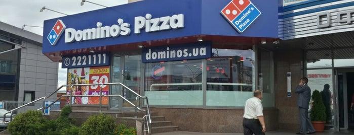 Domino's Pizza is one of Tempat yang Disukai Lena.