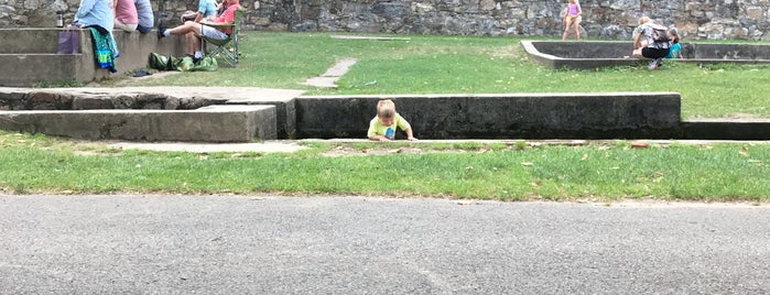 Berkeley Springs State Park, Roman Bath House & Museum is one of Sierraさんのお気に入りスポット.