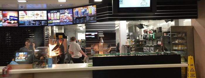 McDonald's is one of Posti che sono piaciuti a Angharad.