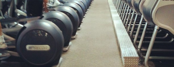 24 Hour Fitness is one of สถานที่ที่ Veronica ถูกใจ.