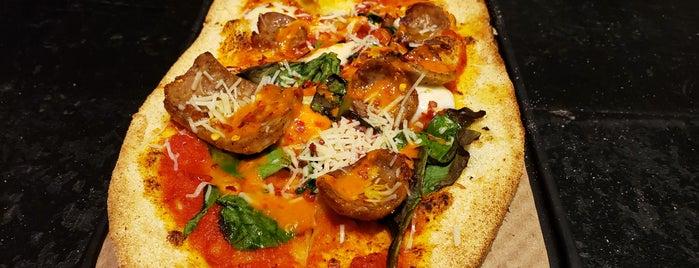 &pizza is one of Lugares guardados de Cherylyn.