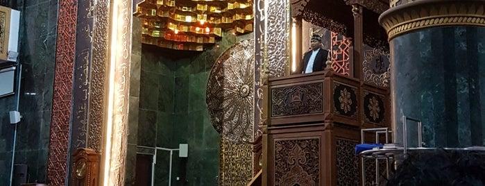 Masjid Agung Al Aqsha Klaten is one of Lieux qui ont plu à Devi.