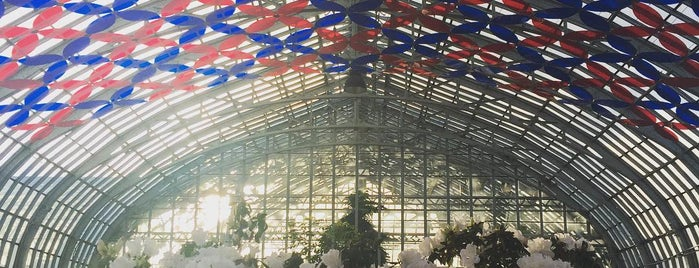 Garfield Park Conservatory is one of Chicago.