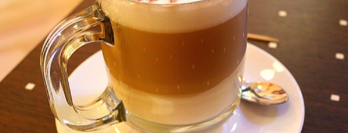 Starbucks is one of Fさんの保存済みスポット.