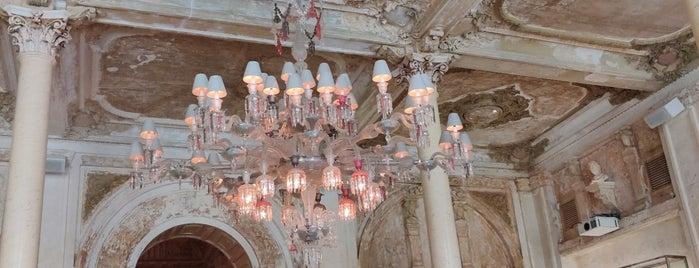 Cristal Room Baccarat is one of Orte, die Vladimir gefallen.