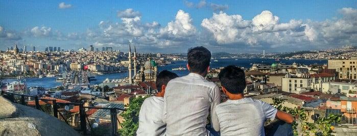 Büyük Valide Han is one of www.tatiliyet.com'un Beğendiği Mekanlar.