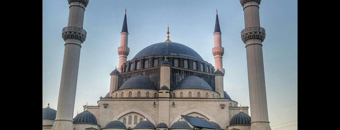 Mimar Sinan Camii is one of www.tatiliyet.comさんのお気に入りスポット.