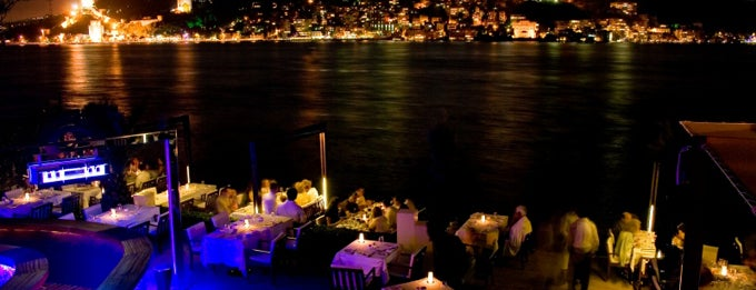 Lacivert Restaurant is one of İstanbul.