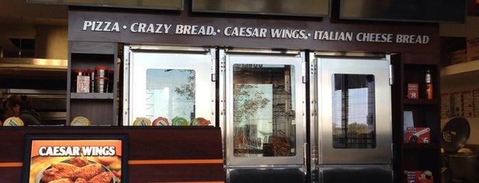 Little Caesars Pizza is one of Tempat yang Disukai Thomas.