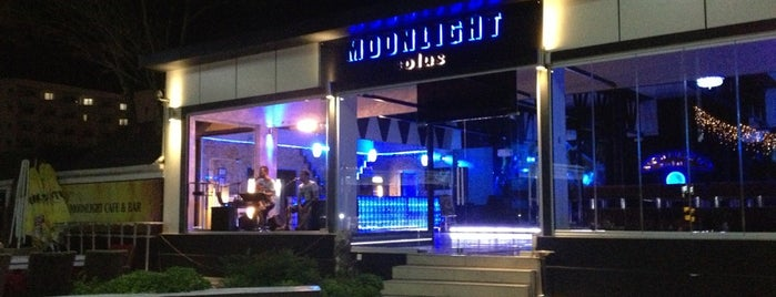 Moonlight Cafe & Bar is one of Tempat yang Disukai mustafa.