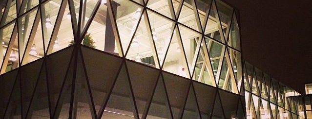 Bibliothèque Marc-Favreau is one of JulienF 님이 좋아한 장소.