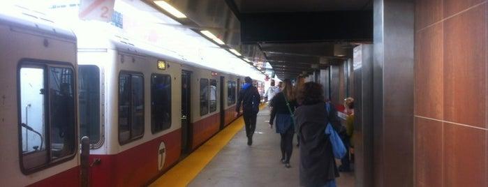 MBTA Charles/MGH Station is one of Louisa'nın Beğendiği Mekanlar.