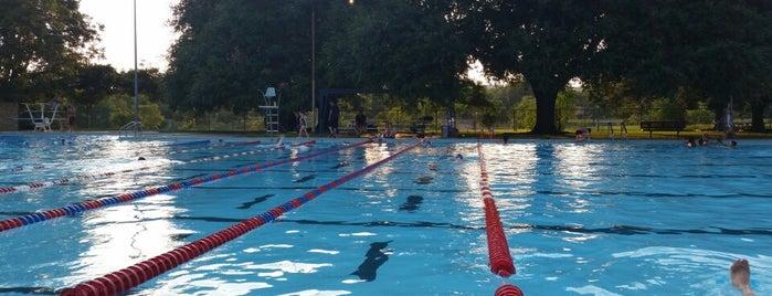 Northwest Municipal Pool is one of Tempat yang Disimpan Jenn 🌺.